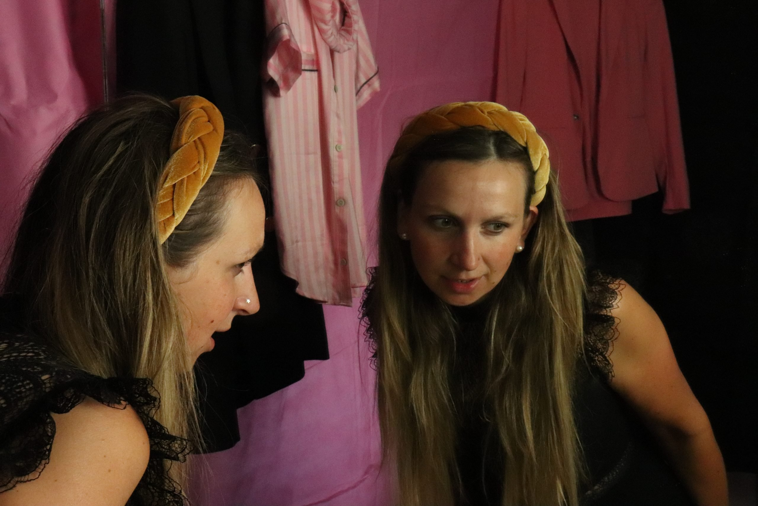 haarband hair band gold maje playsuit make-up mirror picture fotografie studio photography