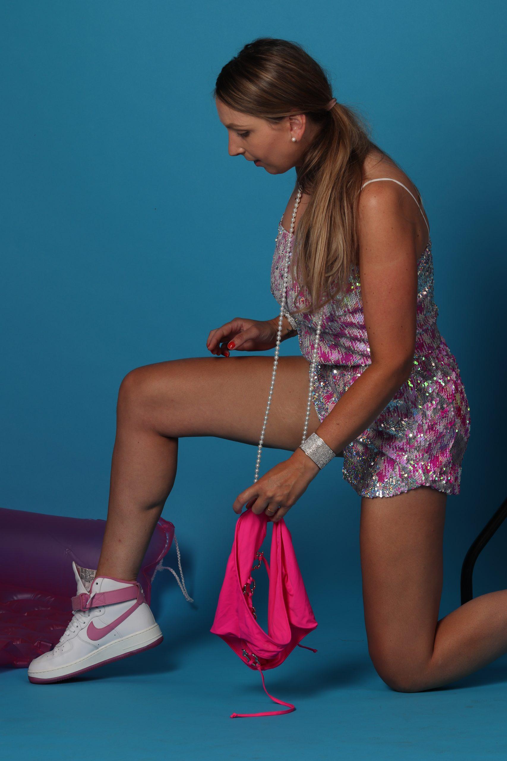 topshop sequin pailletten fashion mode roze astrid alida fotografie fotostudio nike nikebyyou witte sneakers