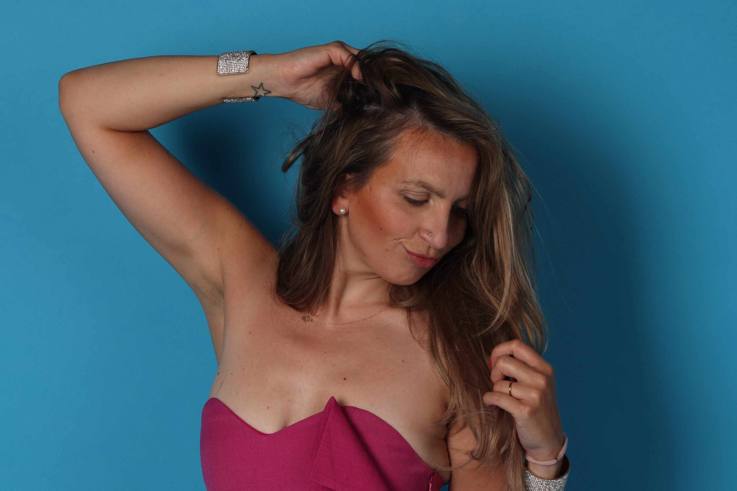 fashion mode roze astrid alida fotografie fotostudio unicorn action reinders badpak bikini muts roze opblaas inflatable parel oorbellen zalando zalon nakd jumpsuit roze pink playsuit long hair